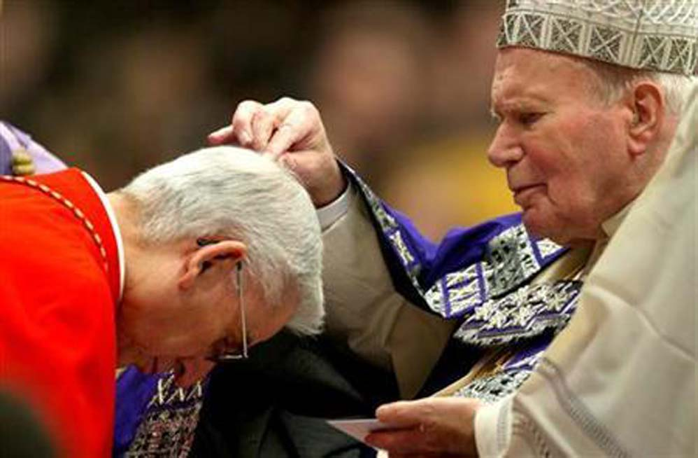 Pope John Paul II distributing ashes in Italy using the sprinkling method.